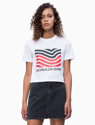 Calvin Klein Graphic Wave Logo Cropped T-shirt