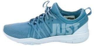 Nike Round-Toe Low-Top Sneakers