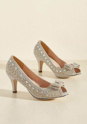 All That Dazzle Peep Toe Heel in Champagne in 5.5 $21.99 thestylecure.com