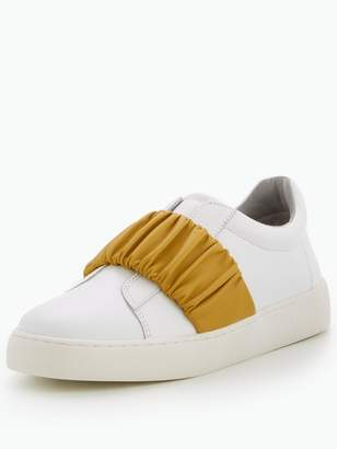 Nine West Pindiviah Ruched Strap Sneaker - White/Gold
