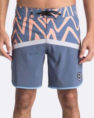 "Quiksilver Mens Highline Techtonics 18"" Boardshort"