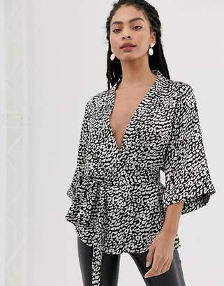 Minimum Moves By printed kimono blazer