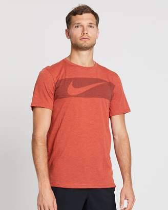 Nike Dri-FIT Breathe Graphic Men's Short-Sleeve Training Top
