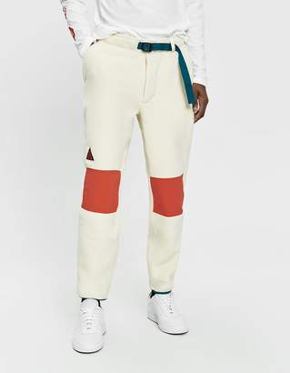 Nike ACG Fleece Pant in Light Cream