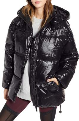 Ivy Park R) Glossy Puffer Coat
