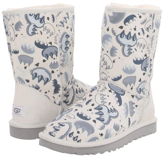 UGG - Classic Short Graffiti (Claw White/Grey Violet Multi) - Footwear