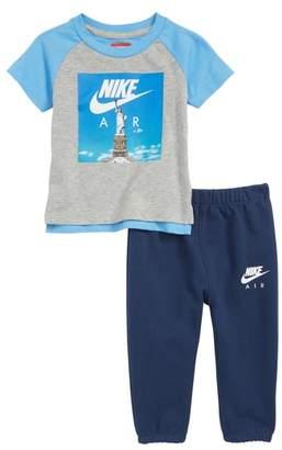 Nike Statue Liberty T-Shirt & Sweatpants Set