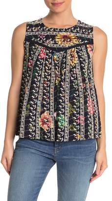 &.Layered Crochet Lace Embroidered Sleeveless Floral Blouse