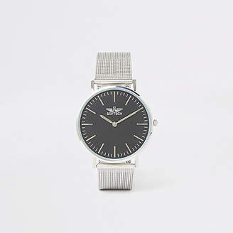 Mens Silver mesh strap flat round face watch