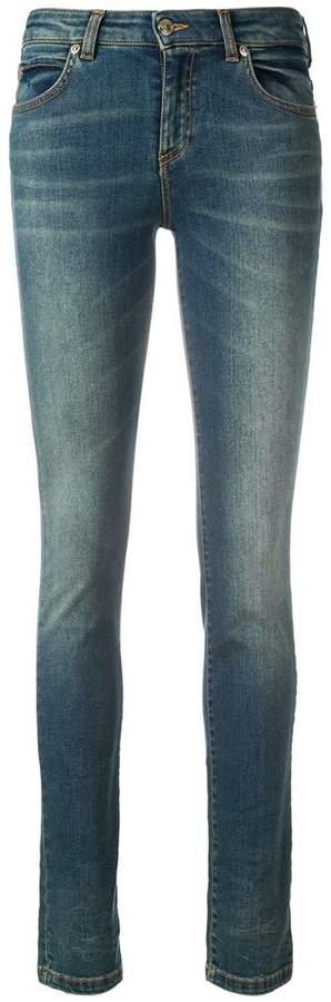 Jeans mit V-Applikation