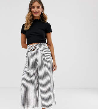 New Look crop trousers in cream pattern