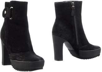 Logan CROSSING Ankle boots