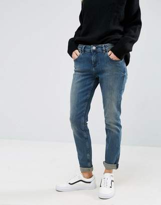 Asos DESIGN Kimmi Shrunken Boyfriend Jeans in Bebe London Blue Wash
