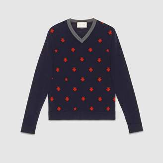 Gucci (グッチ) - ビー(ハチ)&スター付き ウール Vネックセーター