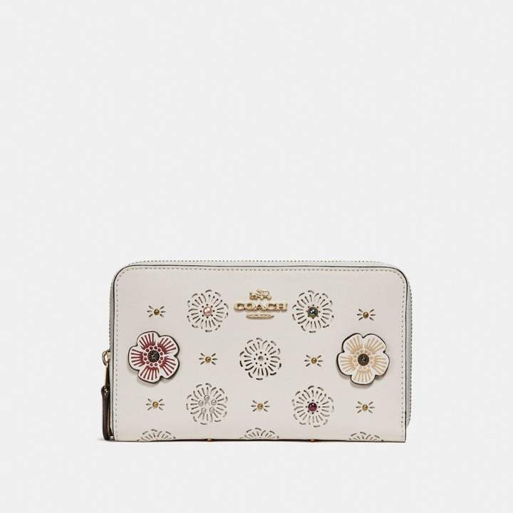 Coach New YorkCoach Medium Zip Around Wallet With Cut Out Tea Rose - CHALK/LIGHT GOLD - STYLE