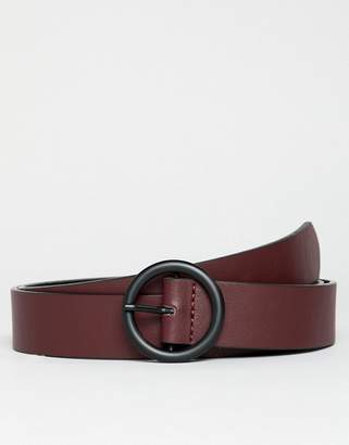 Asos DESIGN faux leather slim belt in burgundy with matte black circle buckle