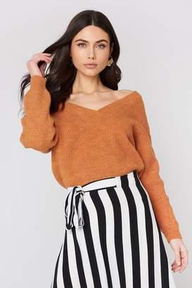 NA-KD Off Shoulder V Knitted Sweater