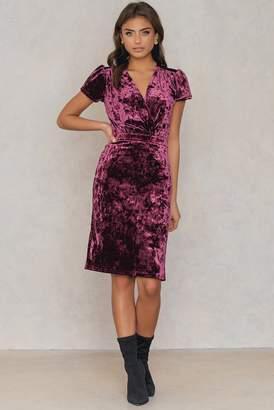 Na Kd Party Velvet Deep Neck Overlap Short Dress