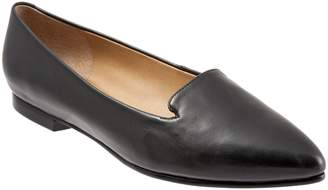 Trotters Harlowe Pointy Toe Loafer