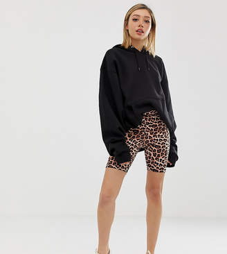 Asos DESIGN Petite legging short in leopard print