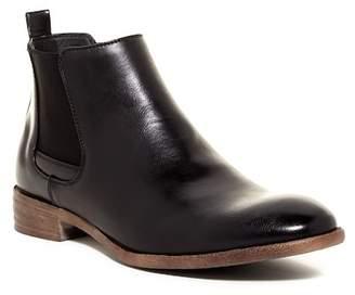 Robert Wayne Oklahoma Chelsea Boot $85 thestylecure.com