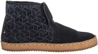 Logan Laidback London Woven Boot - Women's