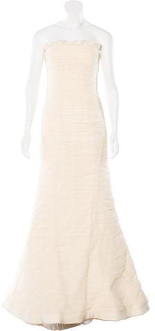 Vera WangVera Wang Strapless Wedding Gown