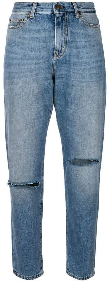 ripped knee baggy jeans