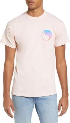 Yin & Yang Free & Easy Prism Yin Yang Logo T-Shirt