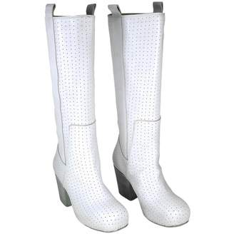 Biography White Leather Boots
