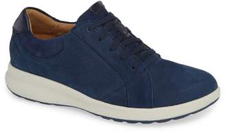 Clarks r) UnAdorn Lace-Up Sneaker