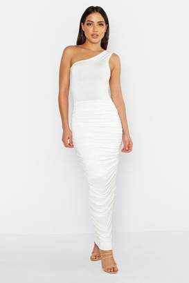 1bff6e2d718 boohoo Slinky One Shoulder Ruched Side Maxi Dress