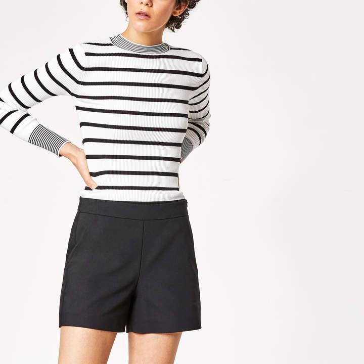 Shorts mit schrägen Taschen