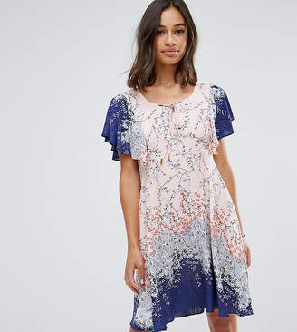 Yumi Petite Frill Sleeve Dress in Blossom Print