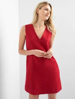 Gap Sleeveless V-neck shift dress