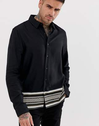 New Look regular fit shirt with baroque border print in black
