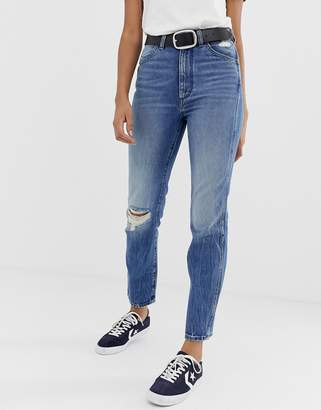 Wrangler Icon 11wwz mom jeans with distressed knee