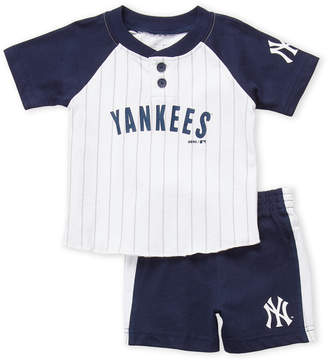 Majestic Infant Boys) Two-Piece New York Yankees Tee & Shorts Set