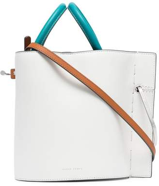Lente Danse white, blue and tan bobbi leather bucket bag