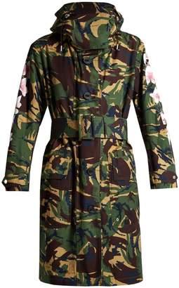 Off-White Oversized camouflage-print parka