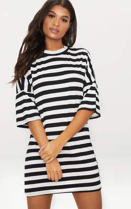 PrettyLittleThing Monochrome Oversized Stripe T-Shirt Dress