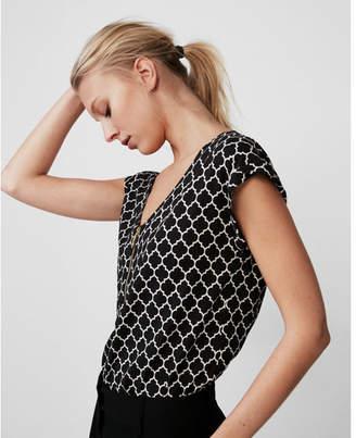 Express quatrefoil print zip front blouse