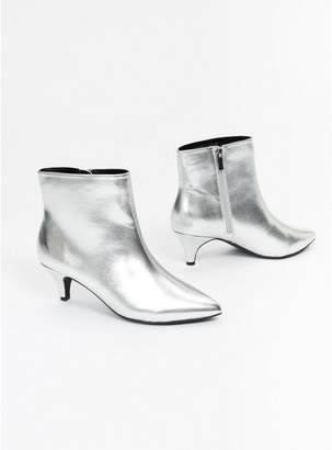 Evans Extra Wide Fit Silver Metallic Kitten Heel Ankle Boots