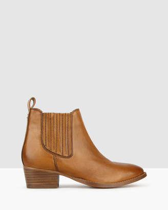 betts Missy Leather Chelsea Boots