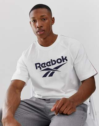Reebok classic t-shirt vintage print in white