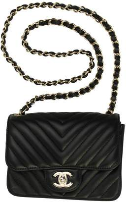 Chanel Leather Chain Shoulder Bag A35200