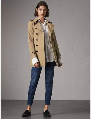 10c33890a894 Burberry The Chelsea - Short Trench Coat