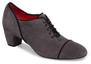 Pas De Rouge Lace-Up Pump