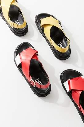 Stiù Leo Cross-Strap Sandal