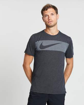 Nike Dri-FIT Breathe Graphic Men's Short-Sleeve Training Top